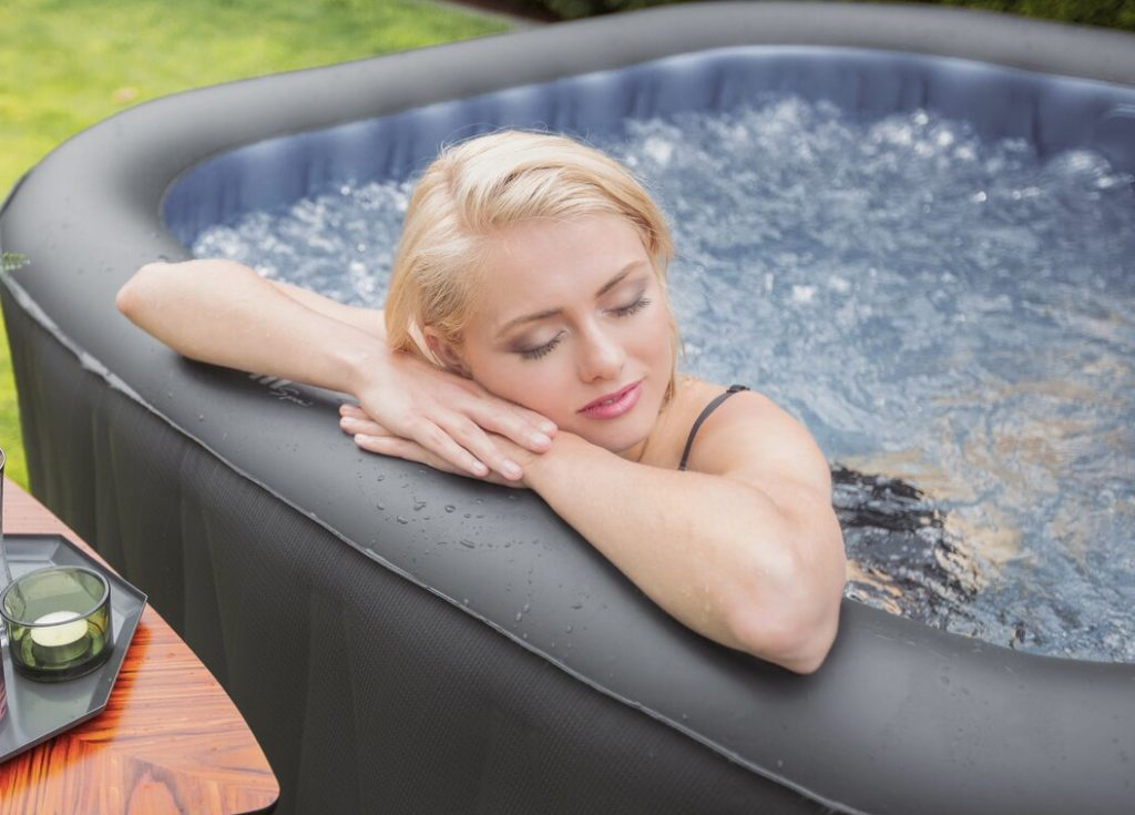 Inflatable and portable hot tub